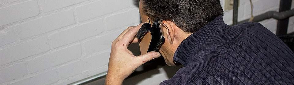 CV monteur aan de telefoon